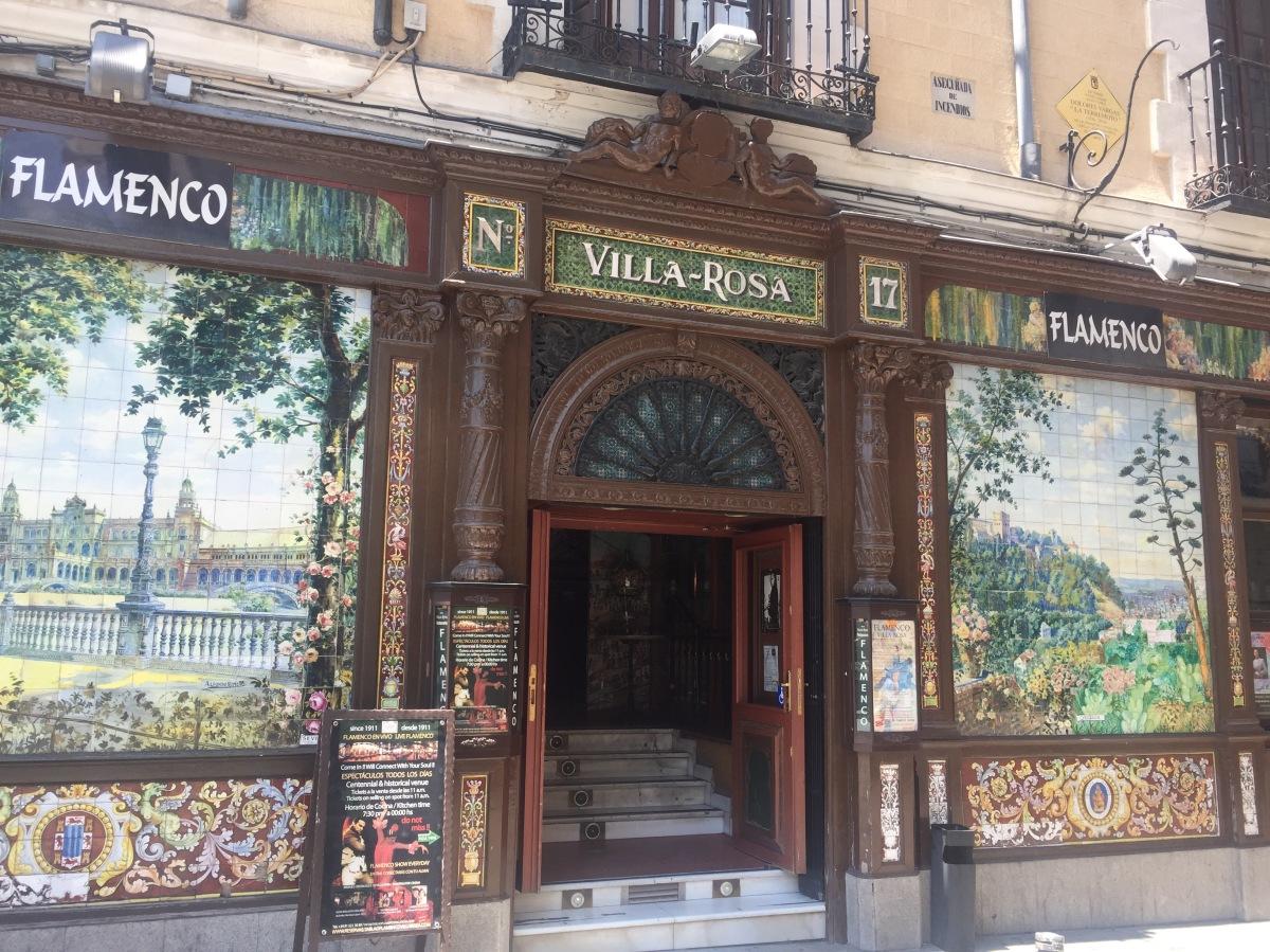 Madridissa avomiehen ja taaperon kanssa
